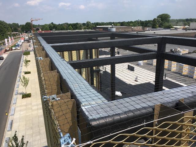 Piet Klerkx Waalwijk : Netten over stalen ingang constructie